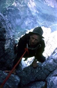 Bergbeklimmen door Léon Povel