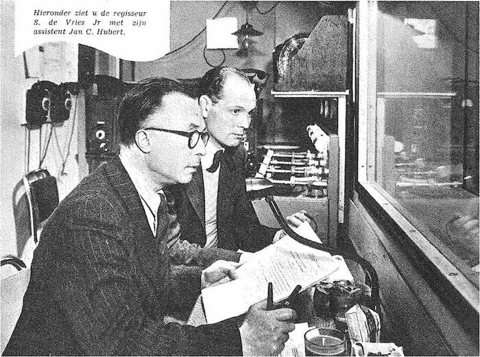 Jan C. Hubert en S. de Vries jr. in de studio