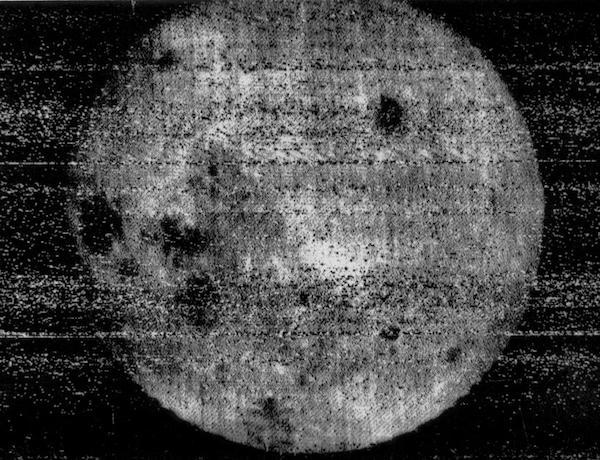 De achterzijde van de maan.