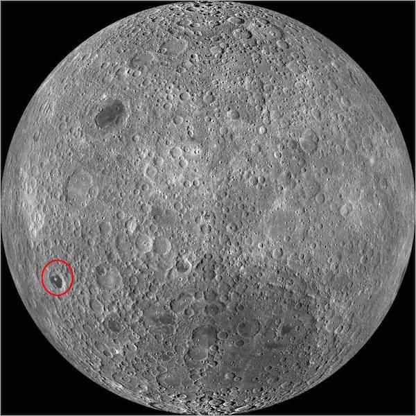 De Tsiolkovsky krater op de maan.