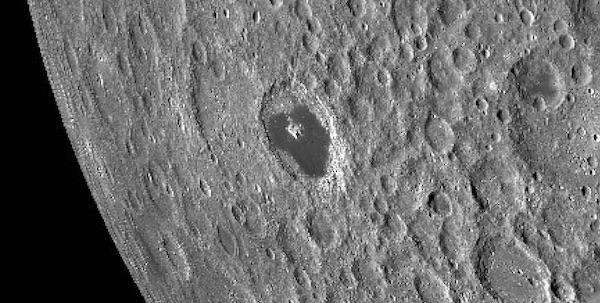 Detail van de Tsiolkovsky krater.
