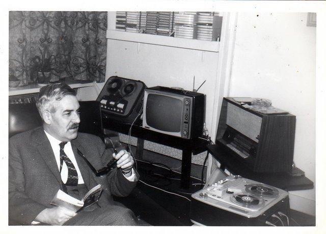 Carl Lans met de apparatuur van weleer
