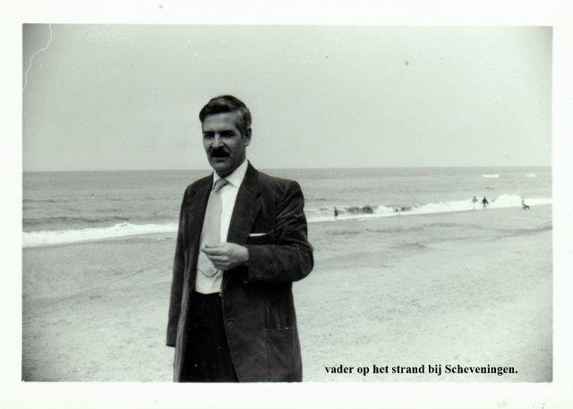 Vader Lans op het strand van Scheveningen