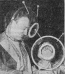 Charles Chilton in ruimtepak