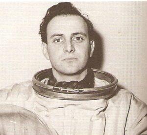 David Jacobs in ruimtepak